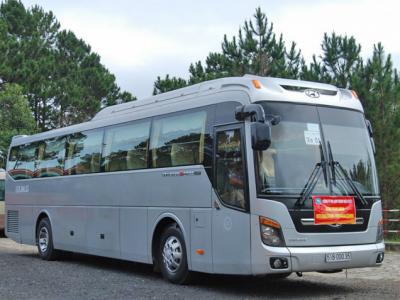 cho-thue-xe-du-lich-hyundai-express-45-cho-gia-re_du-lich-viet[1]
